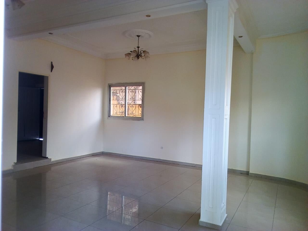 Appartement à louer - Yaoundé, Odza, CITEE  DE LA PAIX - 1 salon(s), 3 chambre(s), 2 salle(s) de bains - 150 000 FCFA / mois