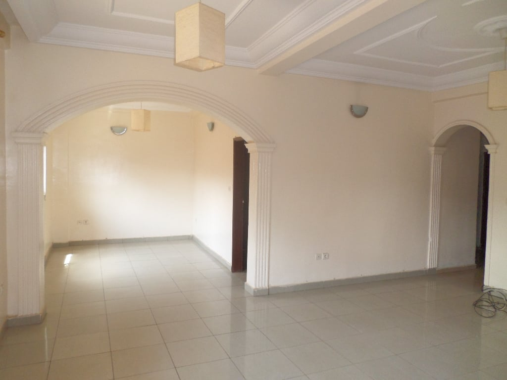 Apartment to rent - Yaoundé, Mvan, TROPICANA - 1 living room(s), 2 bedroom(s), 2 bathroom(s) - 200 000 FCFA / month