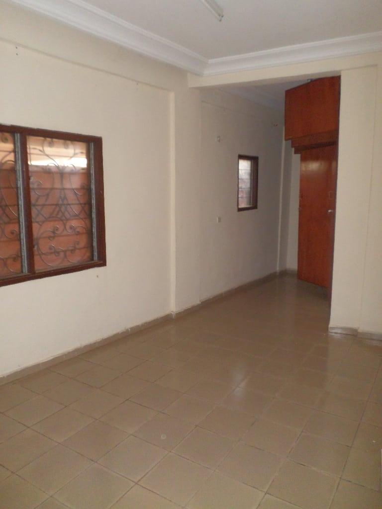 Appartement à louer - Yaoundé, Mvan, TROPICANA - 1 salon(s), 2 chambre(s), 2 salle(s) de bains - 200 000 FCFA / mois