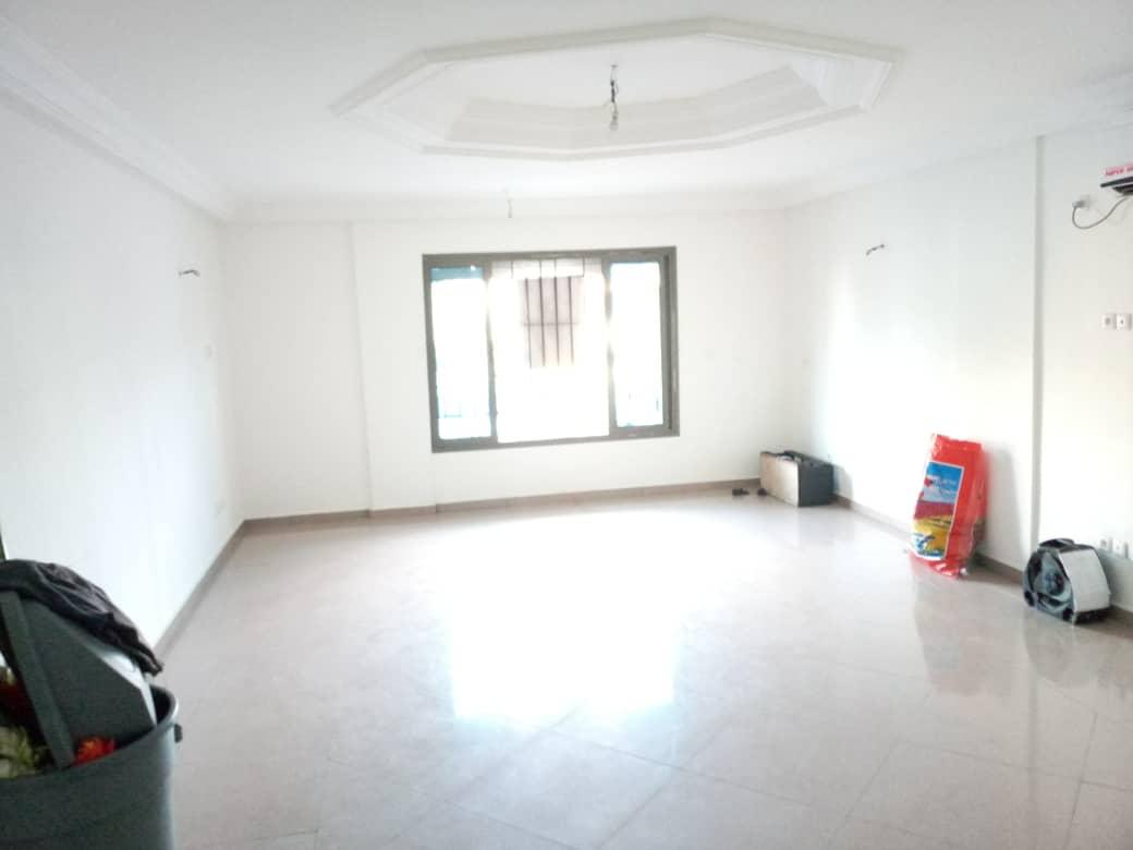 Office to rent at Douala, Bonapriso, Bordures de route - 84 m2 - 900 000 FCFA