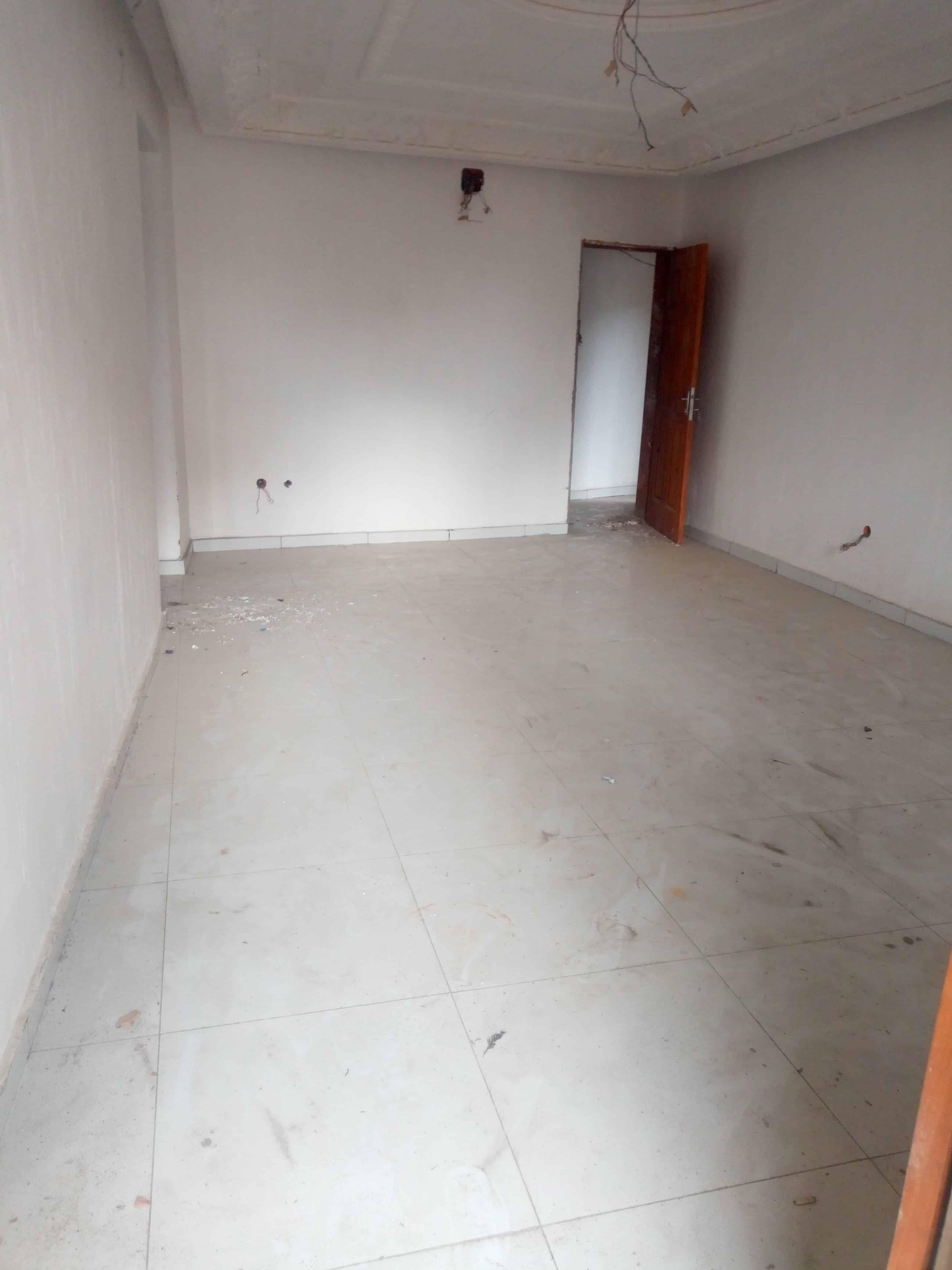 Appartement à louer - Douala, Makepe, Rond pauleng - 1 salon(s), 2 chambre(s), 2 salle(s) de bains - 130 000 FCFA / mois