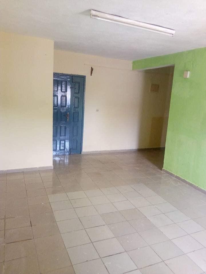Appartement à louer - Douala, Makepe, à la frontière de makepe et logpom face collège Charles de gaule - 1 salon(s), 2 chambre(s), 1 salle(s) de bains - 80 000 FCFA / mois