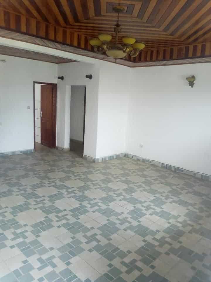 Apartment to rent - Douala, Makepe, Rhône Poulenc - 1 living room(s), 3 bedroom(s), 2 bathroom(s) - 150 000 FCFA / month