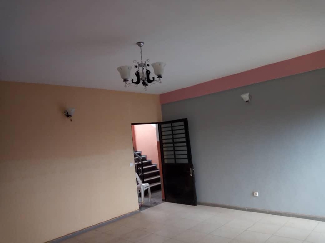 Apartment to rent - Douala, Kotto, Ver Baden Baden - 1 living room(s), 3 bedroom(s), 2 bathroom(s) - 150 000 FCFA / month
