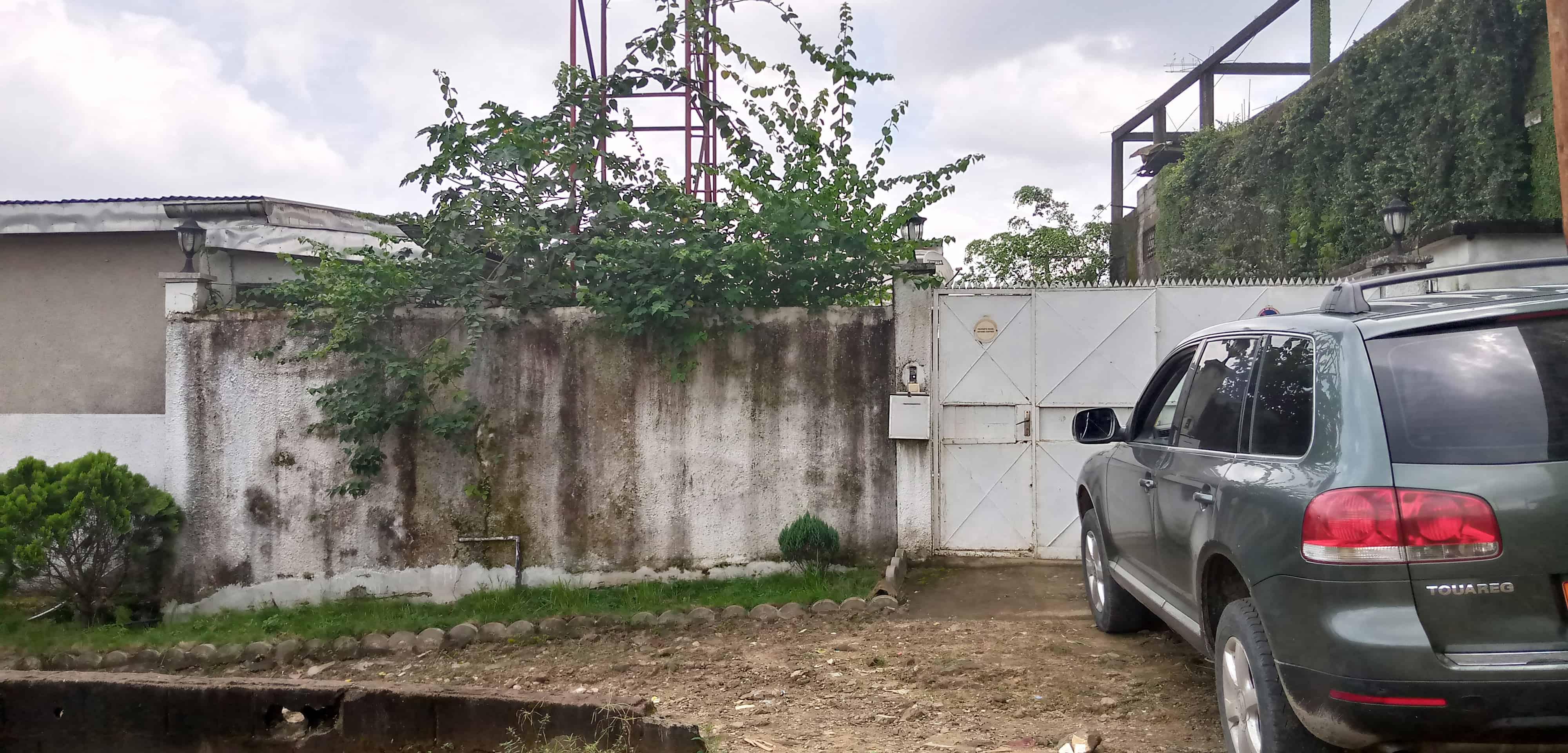 House (Villa) to rent - Douala, Ndokotti, sincates - 1 living room(s), 4 bedroom(s), 3 bathroom(s) - 500 000 FCFA / month
