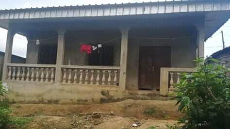 Maison (Villa) à vendre - Douala, PK 10, cogefare - 2 salon(s), 3 chambre(s), 2 salle(s) de bains - 8 000 000 FCFA