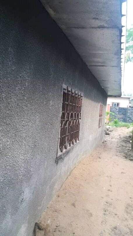 House (Villa) for sale - Douala, PK 10, cogefare - 2 living room(s), 3 bedroom(s), 2 bathroom(s) - 8 000 000 FCFA / month