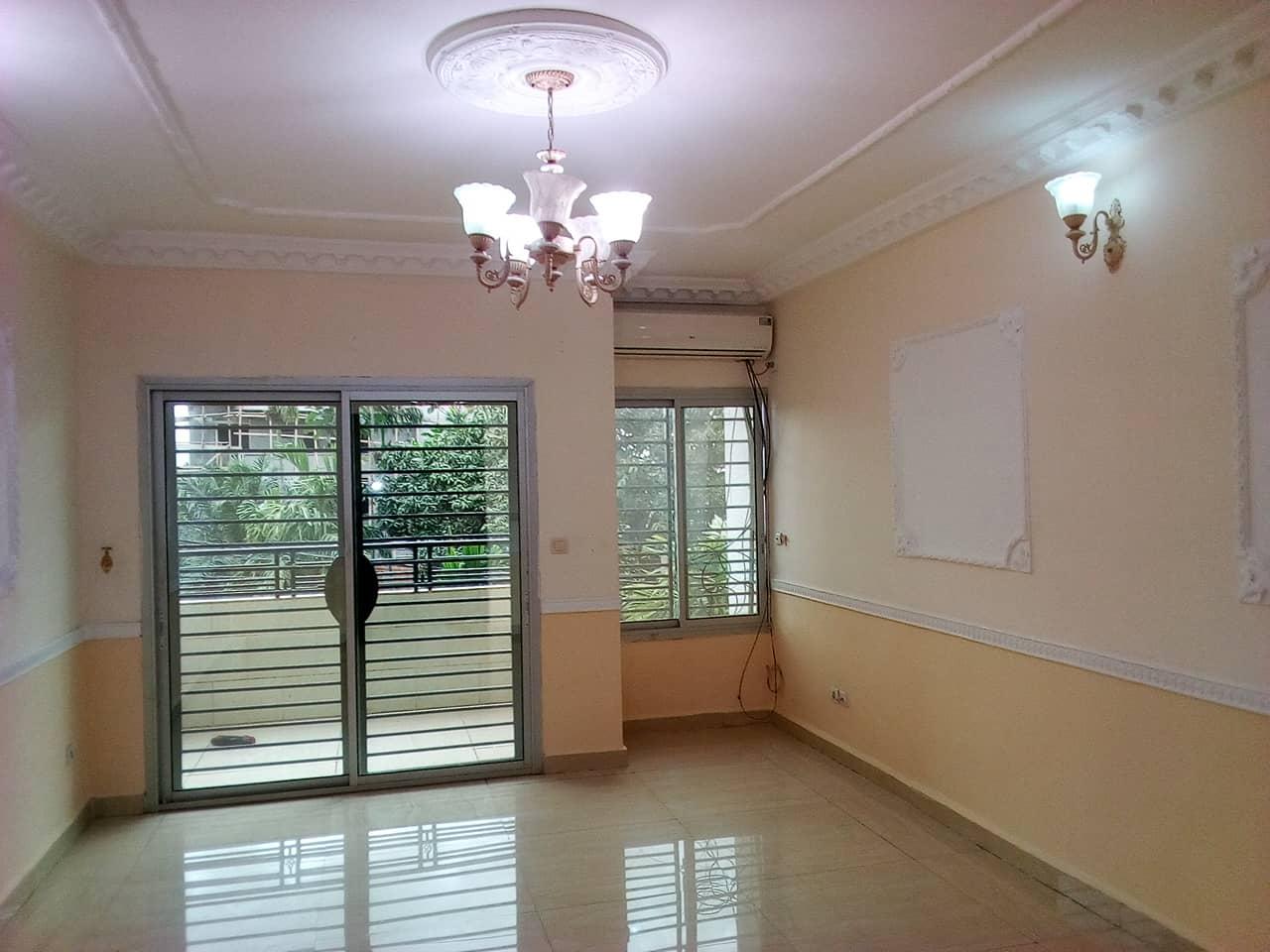 Appartement à louer - Yaoundé, Bastos, pas loin de mtn - 1 salon(s), 2 chambre(s), 3 salle(s) de bains - 600 000 FCFA / mois