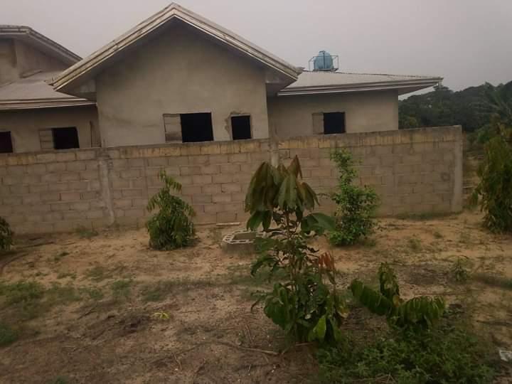 Land for sale at Douala, PK 26, pk26 face le seminaie de l eglise protestante - 300 m2 - 1 950 000 FCFA