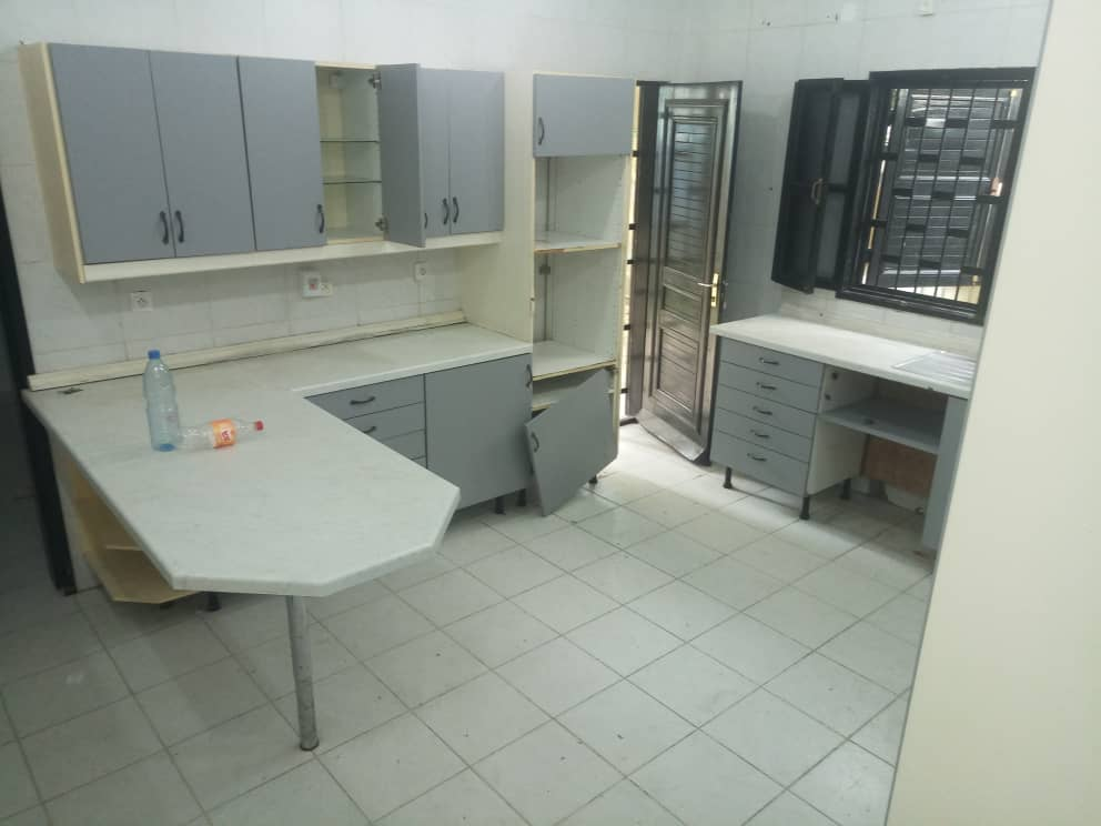 House (Villa) to rent - Douala, Bonapriso, Meteo - 1 living room(s), 4 bedroom(s), 3 bathroom(s) - 2 000 000 FCFA / month