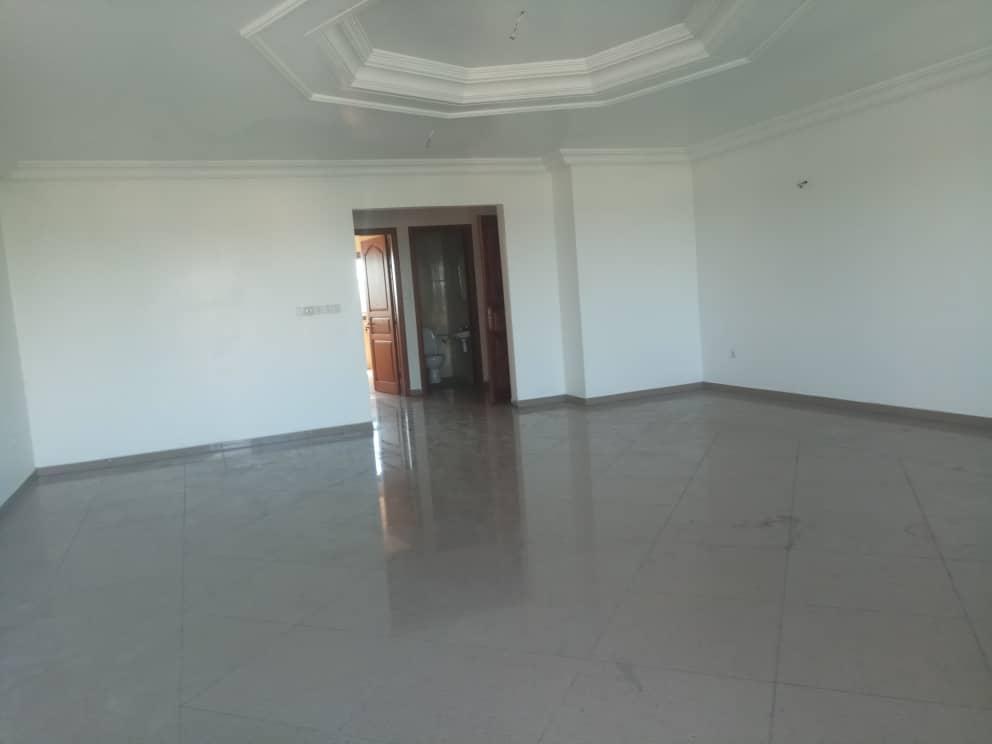 Apartment to rent - Douala, Bonapriso, Rue Tokoto - 1 living room(s), 3 bedroom(s), 2 bathroom(s) - 1 000 000 FCFA / month