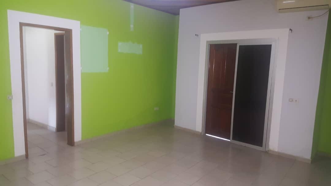 House (Duplex) to rent - Douala, Bali, Pour habitation ou bureaux - 2 living room(s), 4 bedroom(s), 3 bathroom(s) - 800 000 FCFA / month