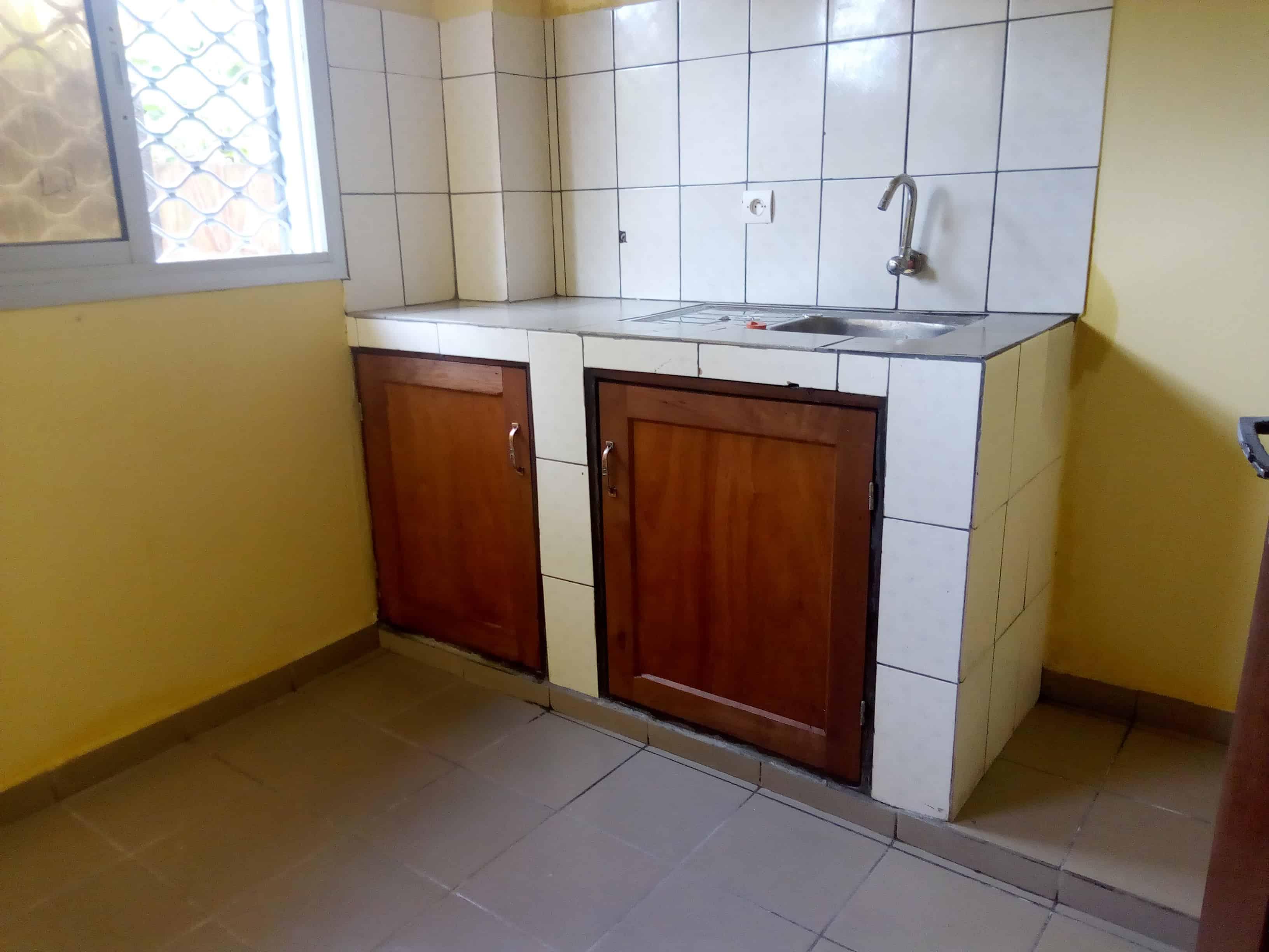 Apartment to rent - Douala, Bonamoussadi, Neuf - 1 living room(s), 2 bedroom(s), 2 bathroom(s) - 150 000 FCFA / month