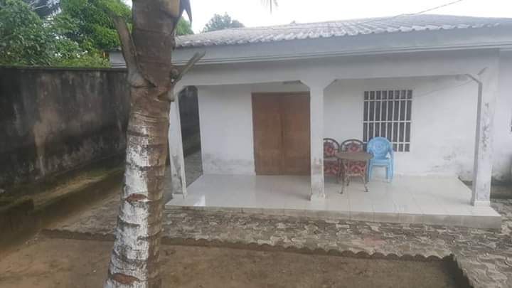 House (Villa) for sale - Douala, Bassa, Plus précisément à pk13 - 1 living room(s), 4 bedroom(s), 3 bathroom(s) - 35 000 000 FCFA / month