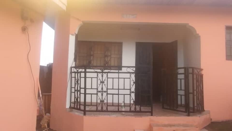 House (Villa) for sale - Yaoundé, Nkolmeseng, Grande concession avec dépendance en location - 3 living room(s), 12 bedroom(s), 5 bathroom(s) - 22 000 000 FCFA / month