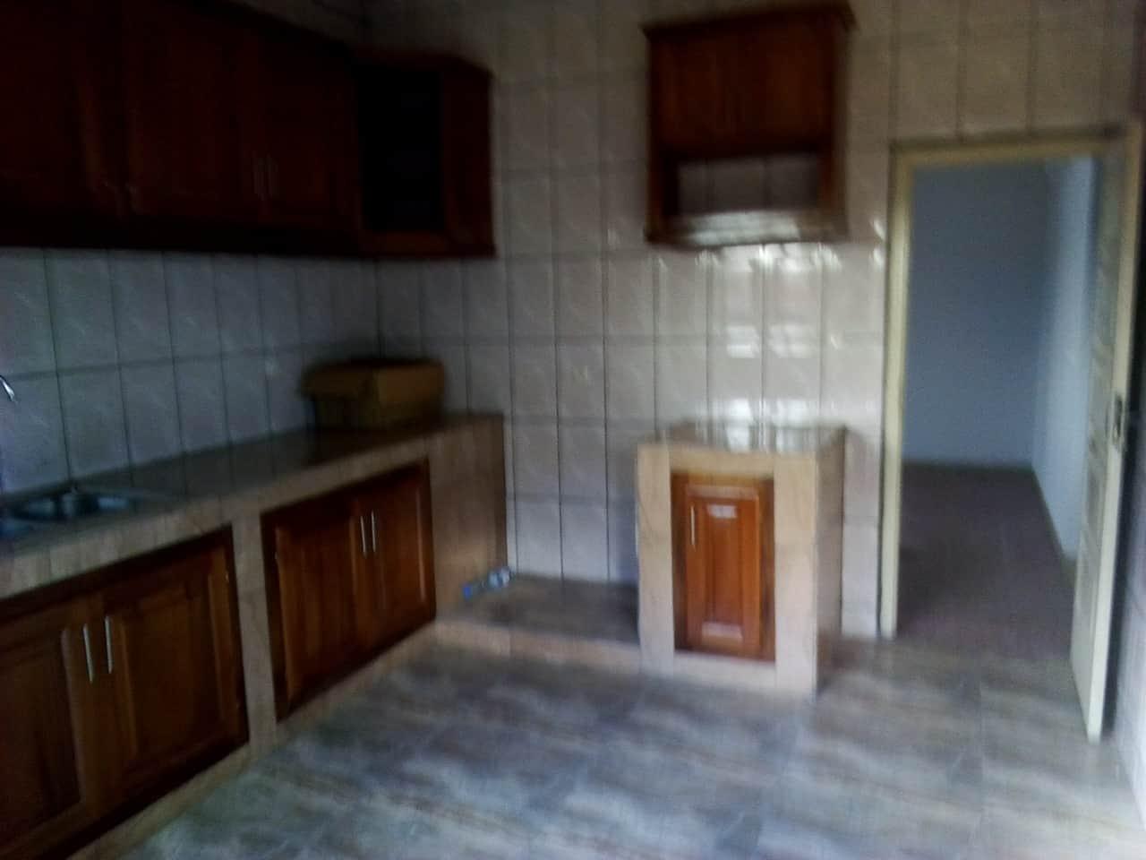 Office to rent at Yaoundé, Bastos, pas loin de la banque mondiale - 1500 m2 - 1 500 000 FCFA