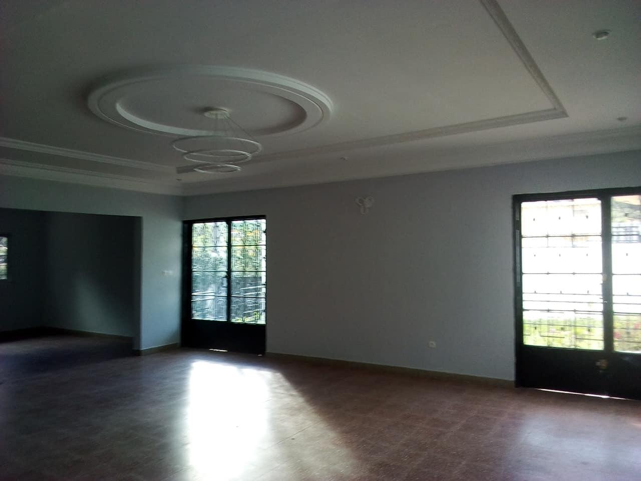 Apartment to rent - Yaoundé, Bastos, VILLA AVEC DEPENDANCE  pas loin de la banque mondiale - 1 living room(s), 4 bedroom(s), 4 bathroom(s) - 1 500 000 FCFA / month