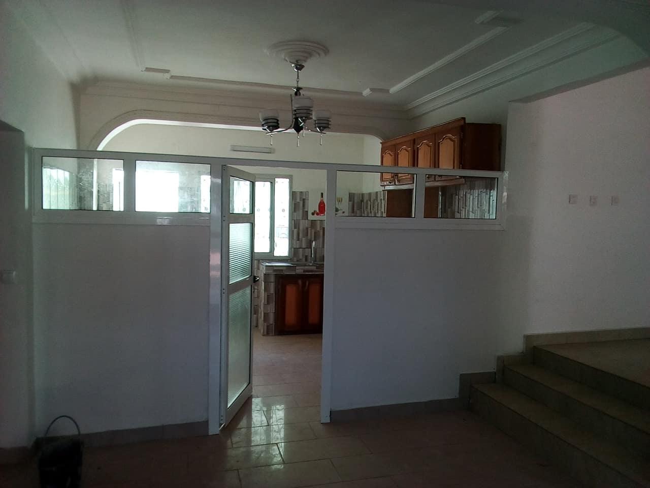Office to rent at Yaoundé, Bastos, GOLF - 500 m2 - 1 300 000 FCFA