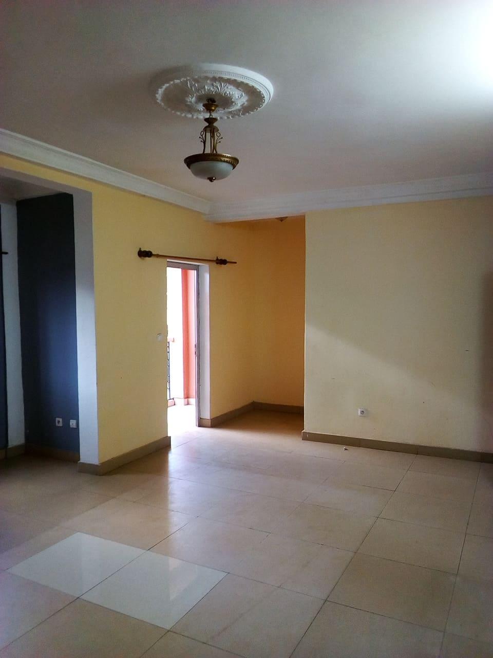Apartment to rent - Yaoundé, Mballa II, pas loin DE REGI - 1 living room(s), 2 bedroom(s), 2 bathroom(s) - 180 000 FCFA / month