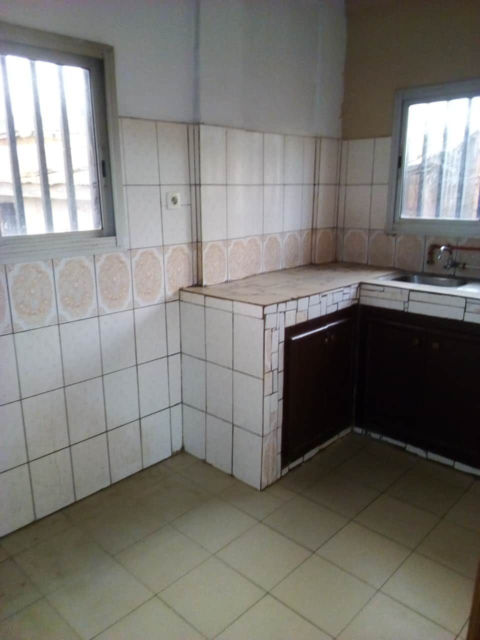 Appartement à louer - Yaoundé, Mballa II, pas loin DE REGI - 1 salon(s), 2 chambre(s), 2 salle(s) de bains - 180 000 FCFA / mois