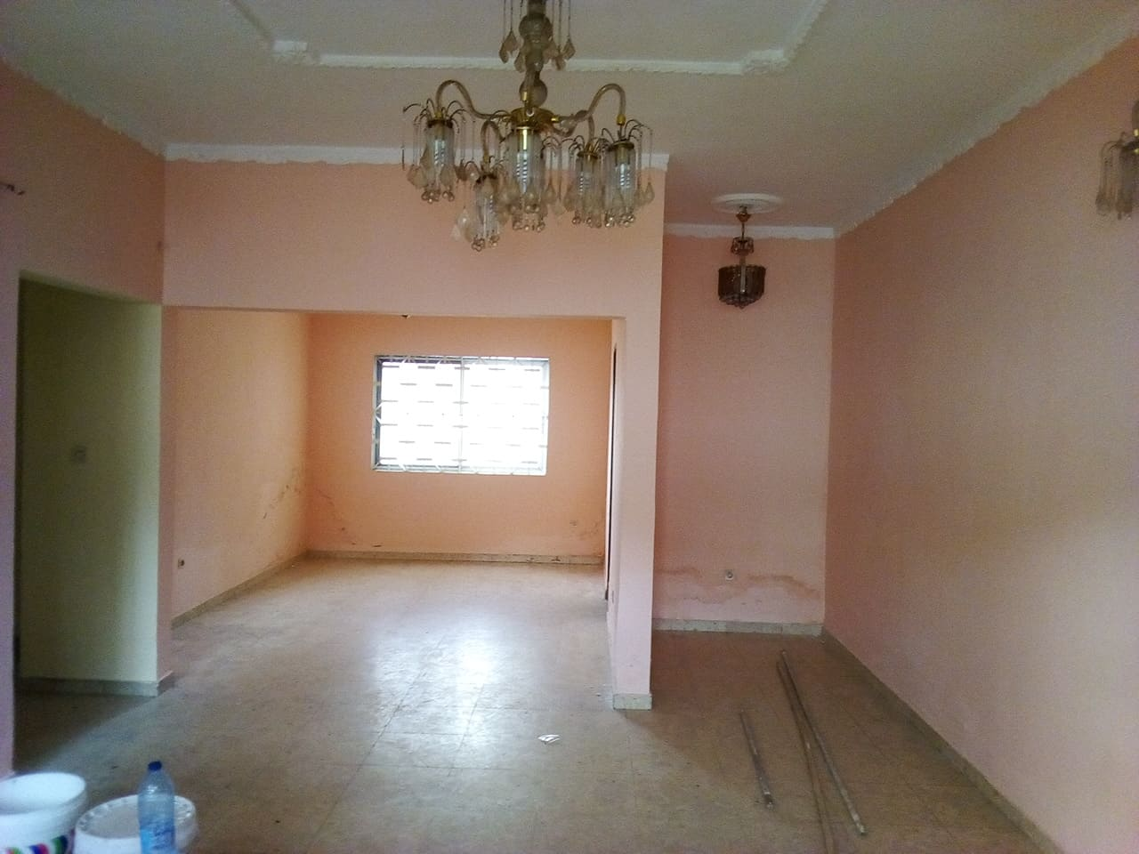 Apartment to rent - Yaoundé, Bastos, pas loin du pnud - 1 living room(s), 3 bedroom(s), 3 bathroom(s) - 450 000 FCFA / month