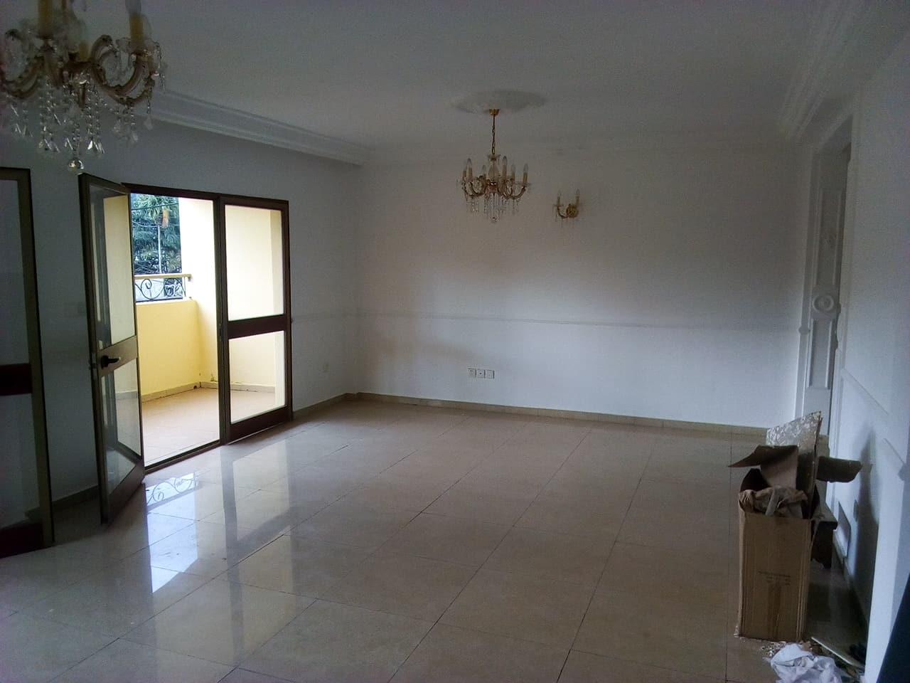 Appartement à louer - Yaoundé, Bastos, pas loin du laboratoire meka - 1 salon(s), 3 chambre(s), 3 salle(s) de bains - 450 000 FCFA / mois