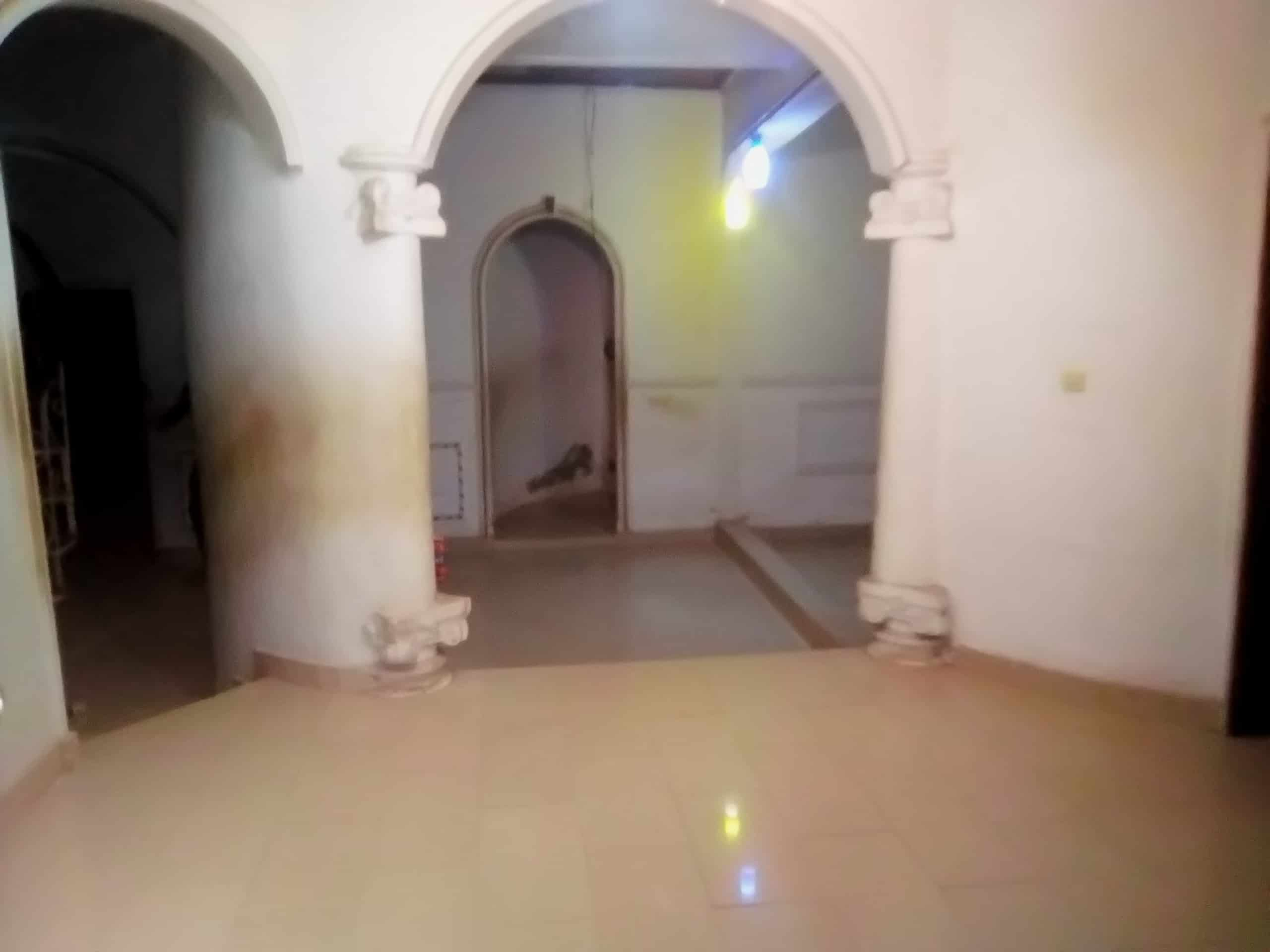 House (Villa) to rent - Douala, Makepe, petit pays - 1 living room(s), 4 bedroom(s), 3 bathroom(s) - 250 000 FCFA / month