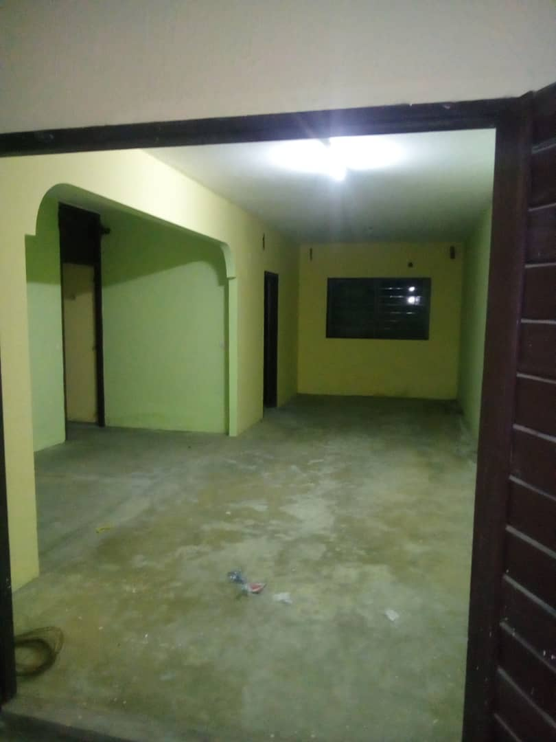 House (Villa) to rent - Douala, Kotto, carrefour - 1 living room(s), 3 bedroom(s), 2 bathroom(s) - 120 000 FCFA / month
