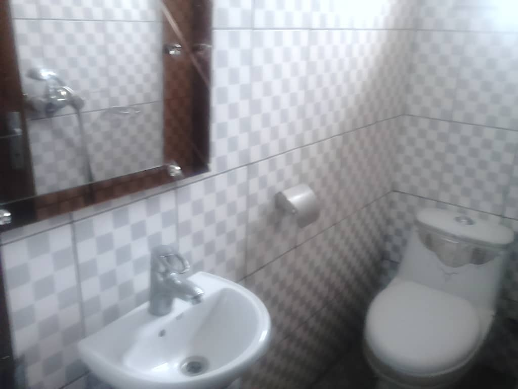 Apartment to rent - Douala, Akwa I, akwa nord rue des pavés - 1 living room(s), 1 bedroom(s), 1 bathroom(s) - 75 000 FCFA / month