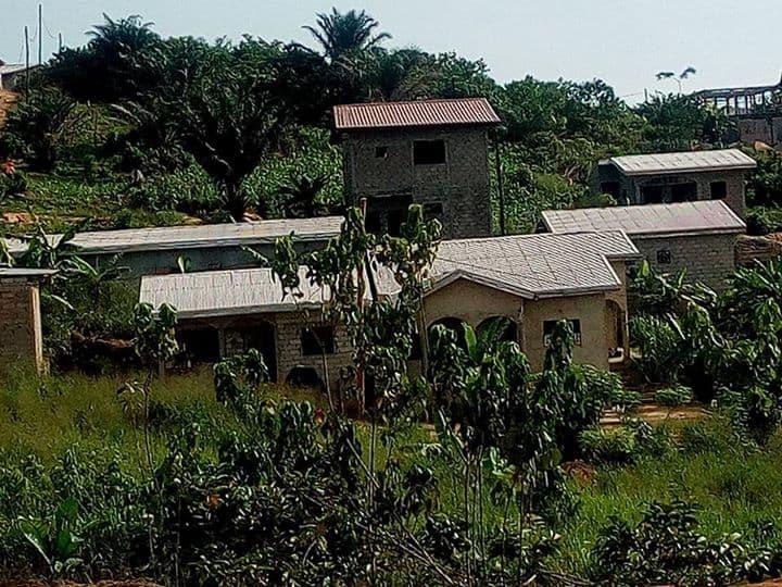 Land for sale at Douala, PK 11, plus precisemet a pk12;  apres le marché de k12 derriere le genie militaire - 300 m2 - 3 600 000 FCFA