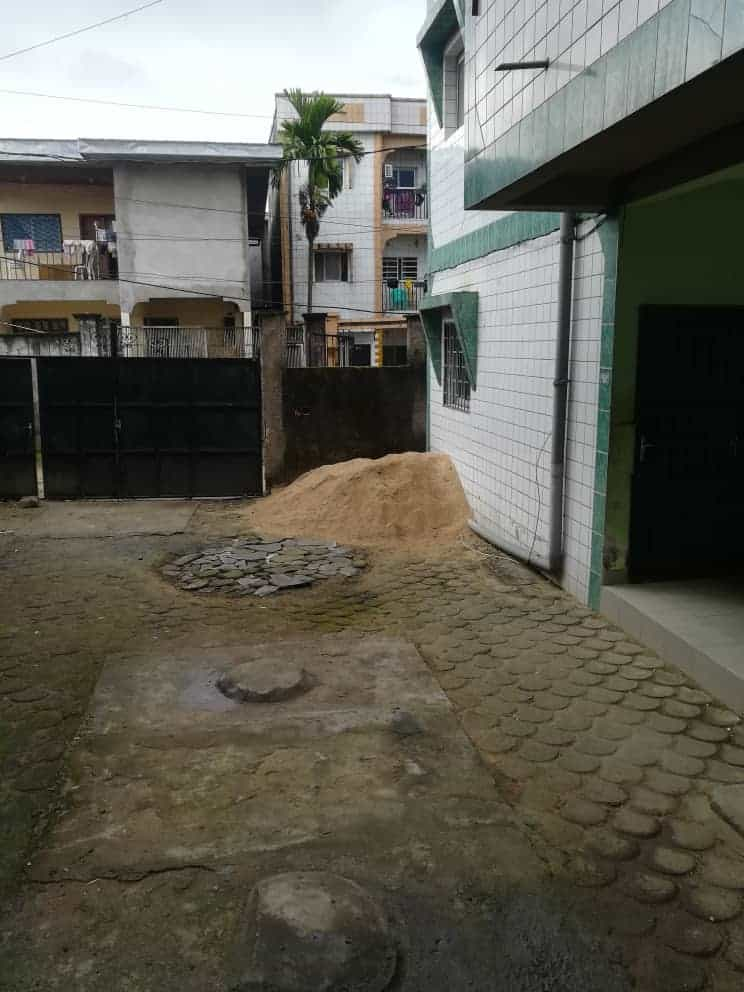 Apartment to rent - Douala, Logpom, Ver le lycée - 1 living room(s), 1 bedroom(s), 1 bathroom(s) - 60 000 FCFA / month