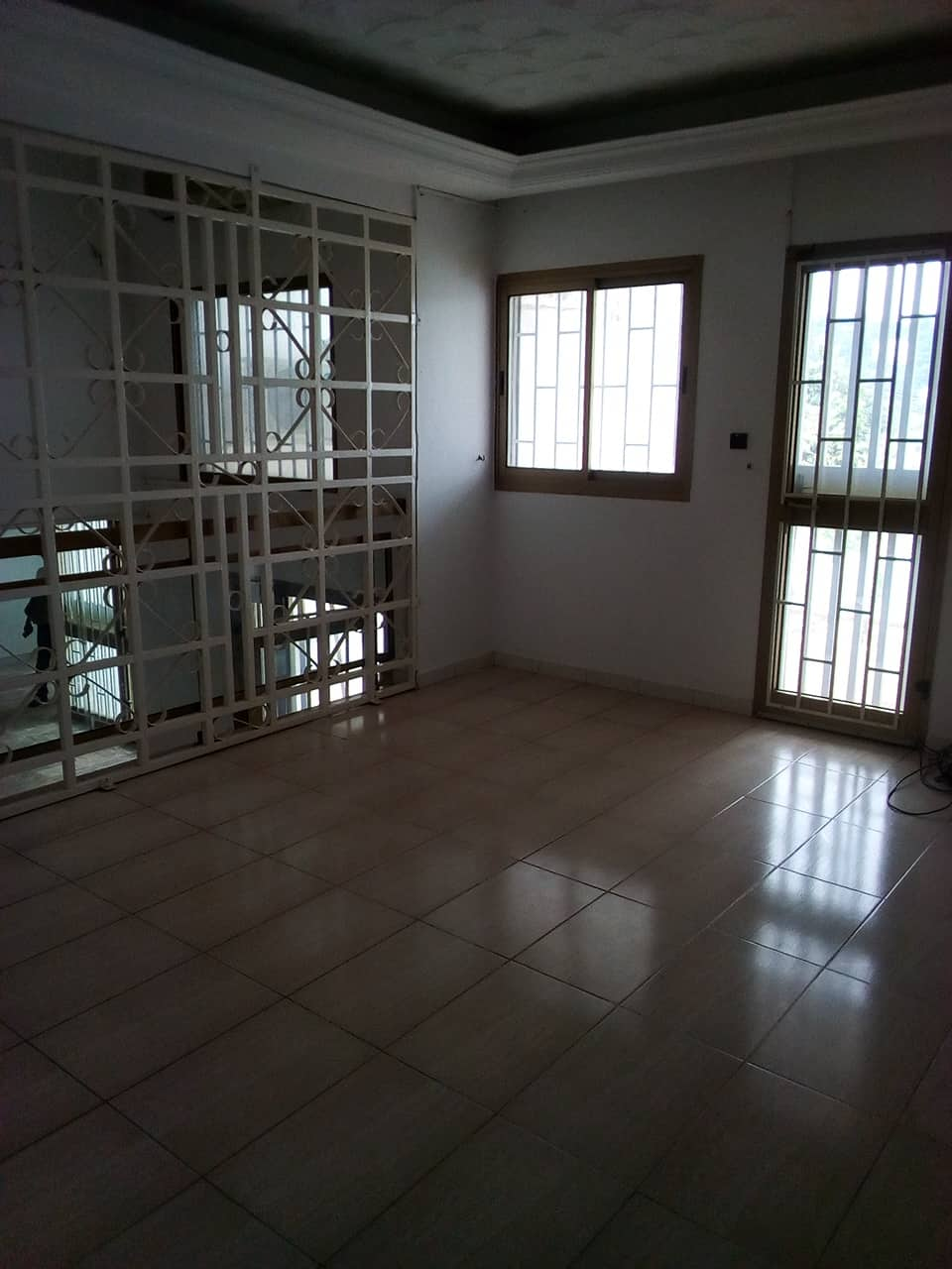 Office to rent at Yaoundé, Bastos, pas loin de lonel - 1000 m2 - 1 800 000 FCFA