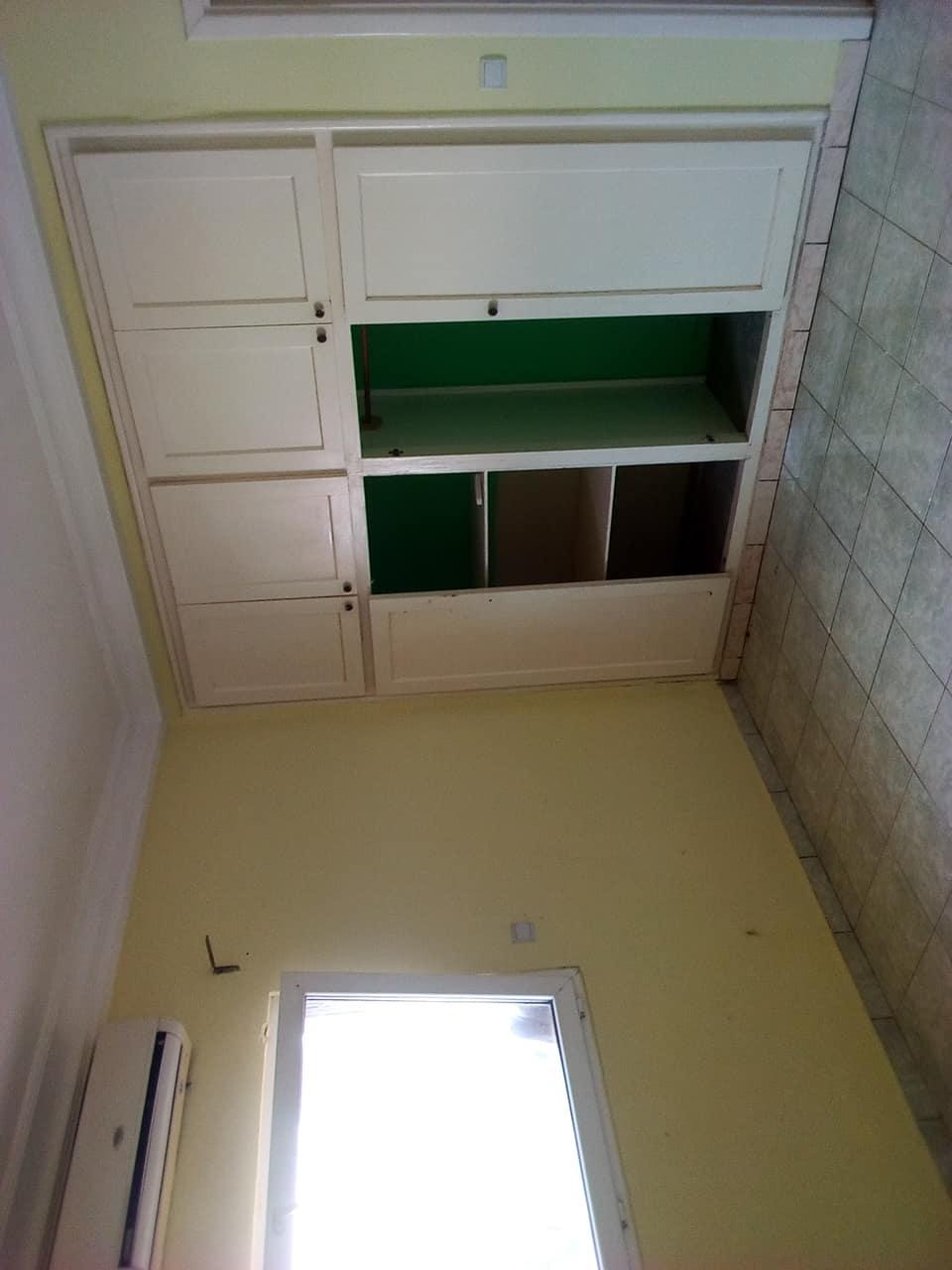Appartement à louer - Yaoundé, Bastos, pas loin de lambassade de chine - 1 salon(s), 3 chambre(s), 4 salle(s) de bains - 500 000 FCFA / mois