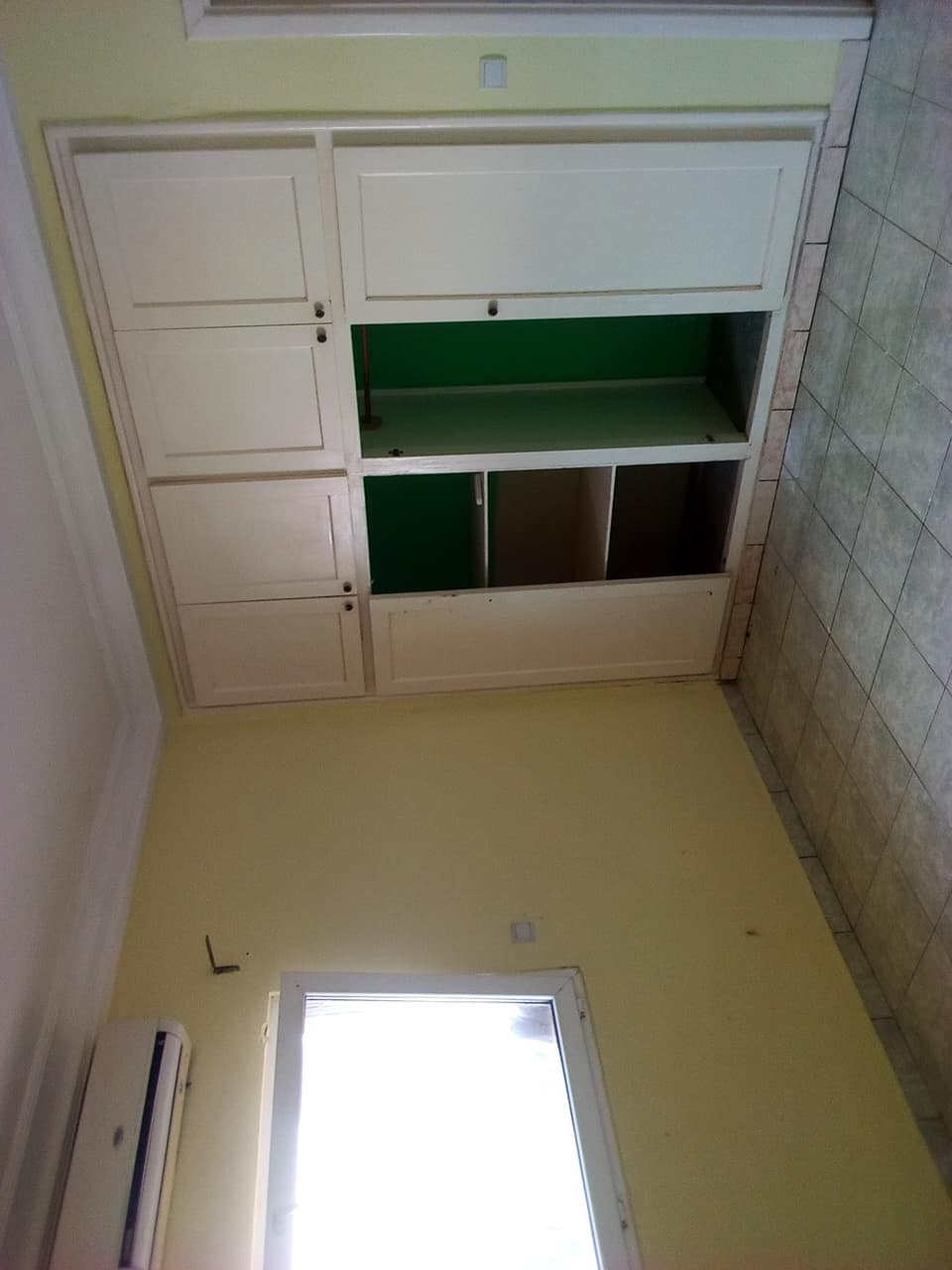 Apartment to rent - Yaoundé, Bastos, pas loin de lambassade de chine - 1 living room(s), 3 bedroom(s), 4 bathroom(s) - 500 000 FCFA / month