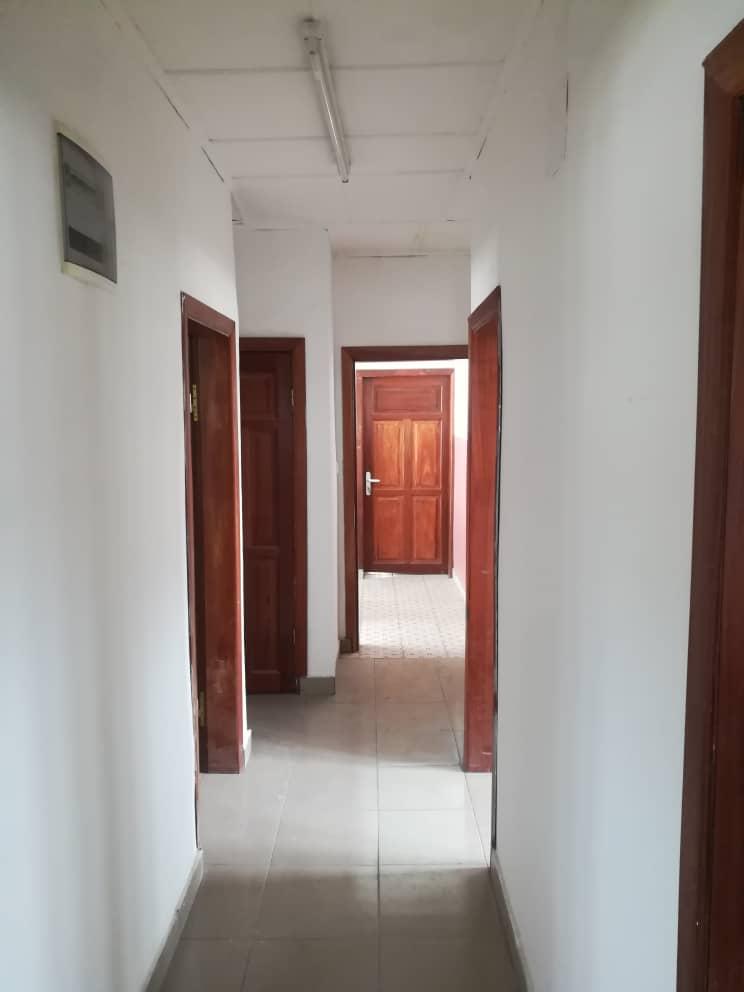 Apartment to rent - Douala, Deido, Ver Eneo - 1 living room(s), 2 bedroom(s), 3 bathroom(s) - 150 000 FCFA / month