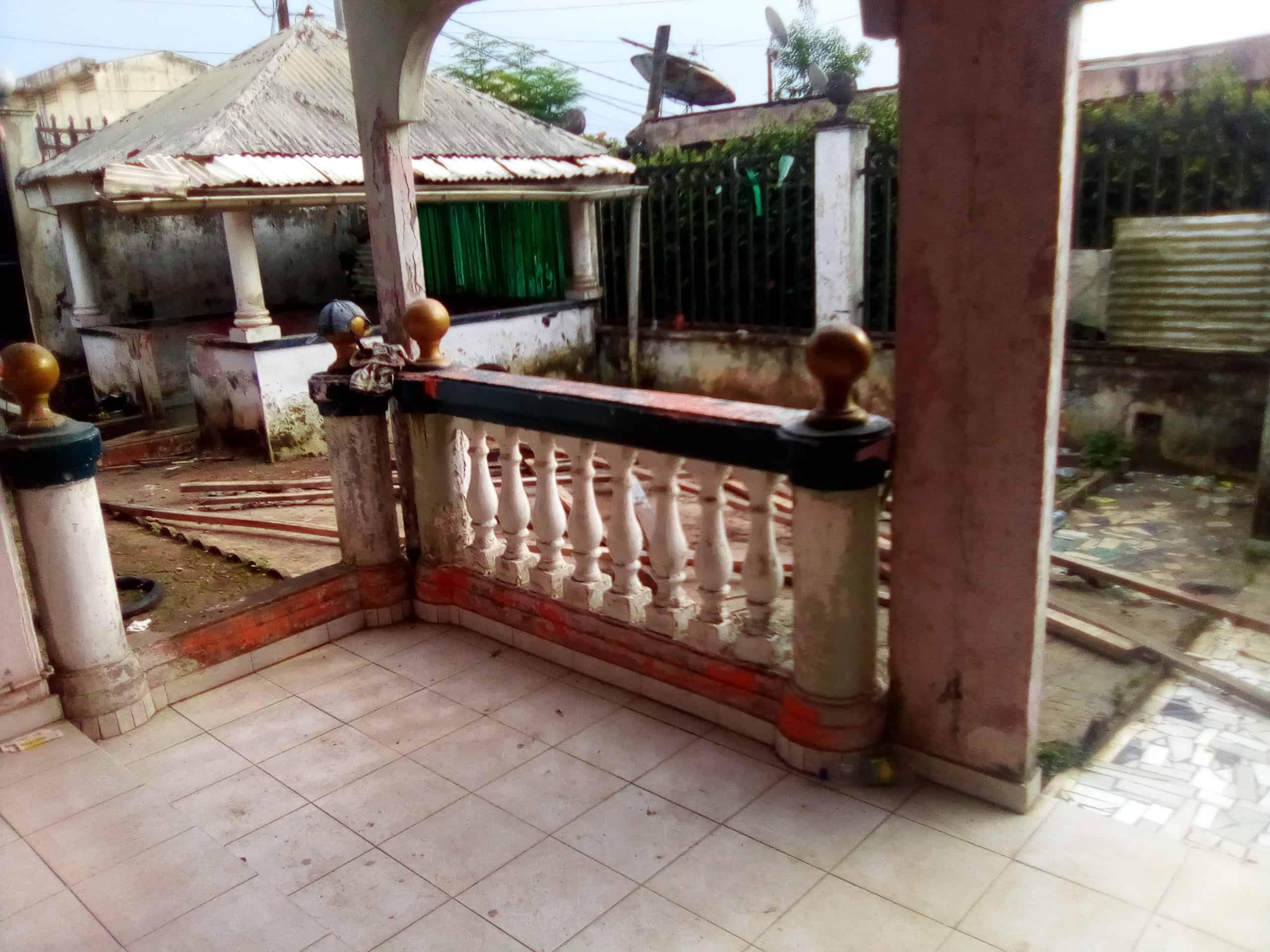 House (Villa) to rent - Douala, Makepe, bloc - 1 living room(s), 4 bedroom(s), 3 bathroom(s) - 250 000 FCFA / month