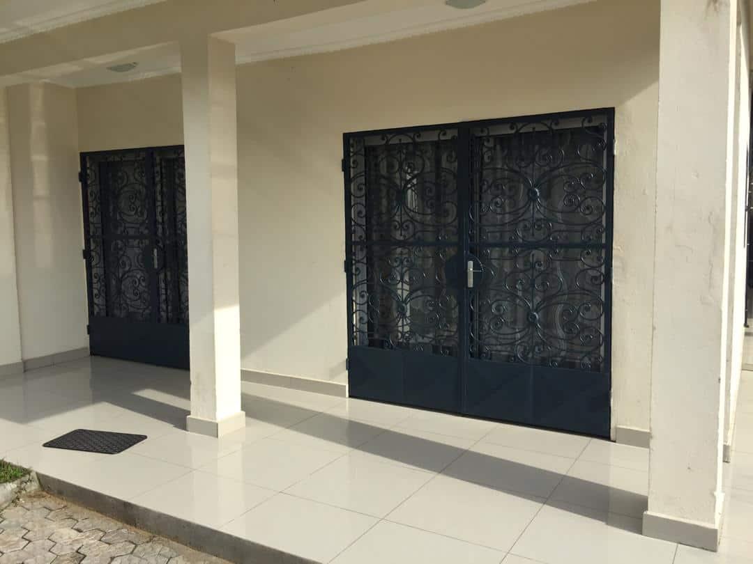 Maison (Villa) à louer - Douala, Logpom, Station Tradex - 1 salon(s), 4 chambre(s), 3 salle(s) de bains - 80 000 FCFA / mois