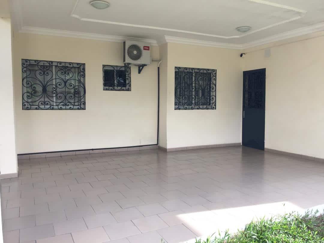 Maison (Villa) à louer - Douala, Logpom, Station Tradex - 1 salon(s), 5 chambre(s), 4 salle(s) de bains - 85 000 FCFA / mois