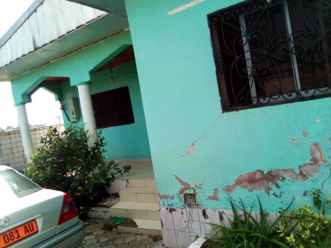 House (Villa) for sale - Douala, Logpom, hôpital des soeurs - 2 living room(s), 3 bedroom(s), 3 bathroom(s) - 22 000 000 FCFA / month