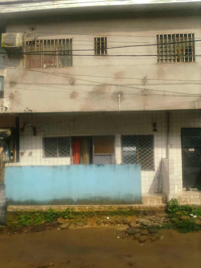 House (Concession) for sale - Douala, Logpom, carrefour ANDEM - 2 living room(s), 3 bedroom(s), 2 bathroom(s) - 4 000 000 FCFA / month