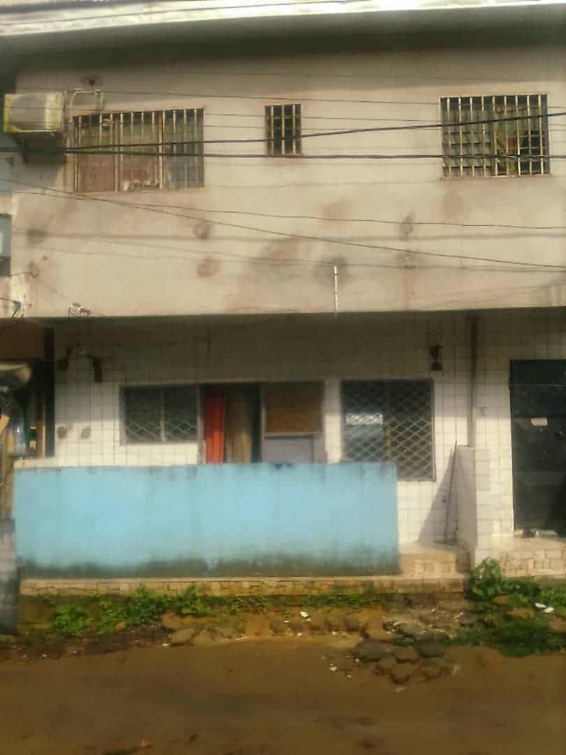 Maison (Concession) à vendre - Douala, Logpom, carrefour ANDEM - 2 salon(s), 3 chambre(s), 2 salle(s) de bains - 4 000 000 FCFA