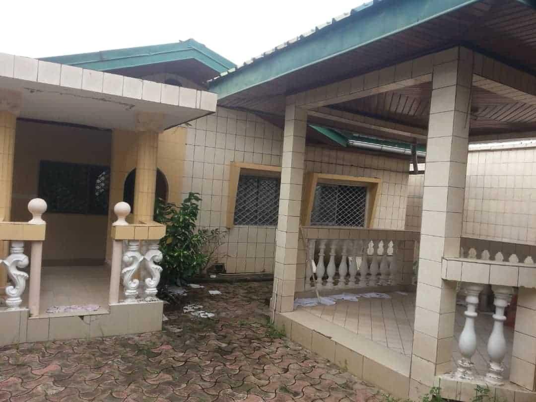 House (Villa) to rent - Douala, Kotto, Parmi lesquels une dépendance d'une chambre - 1 living room(s), 4 bedroom(s), 3 bathroom(s) - 250 000 FCFA / month
