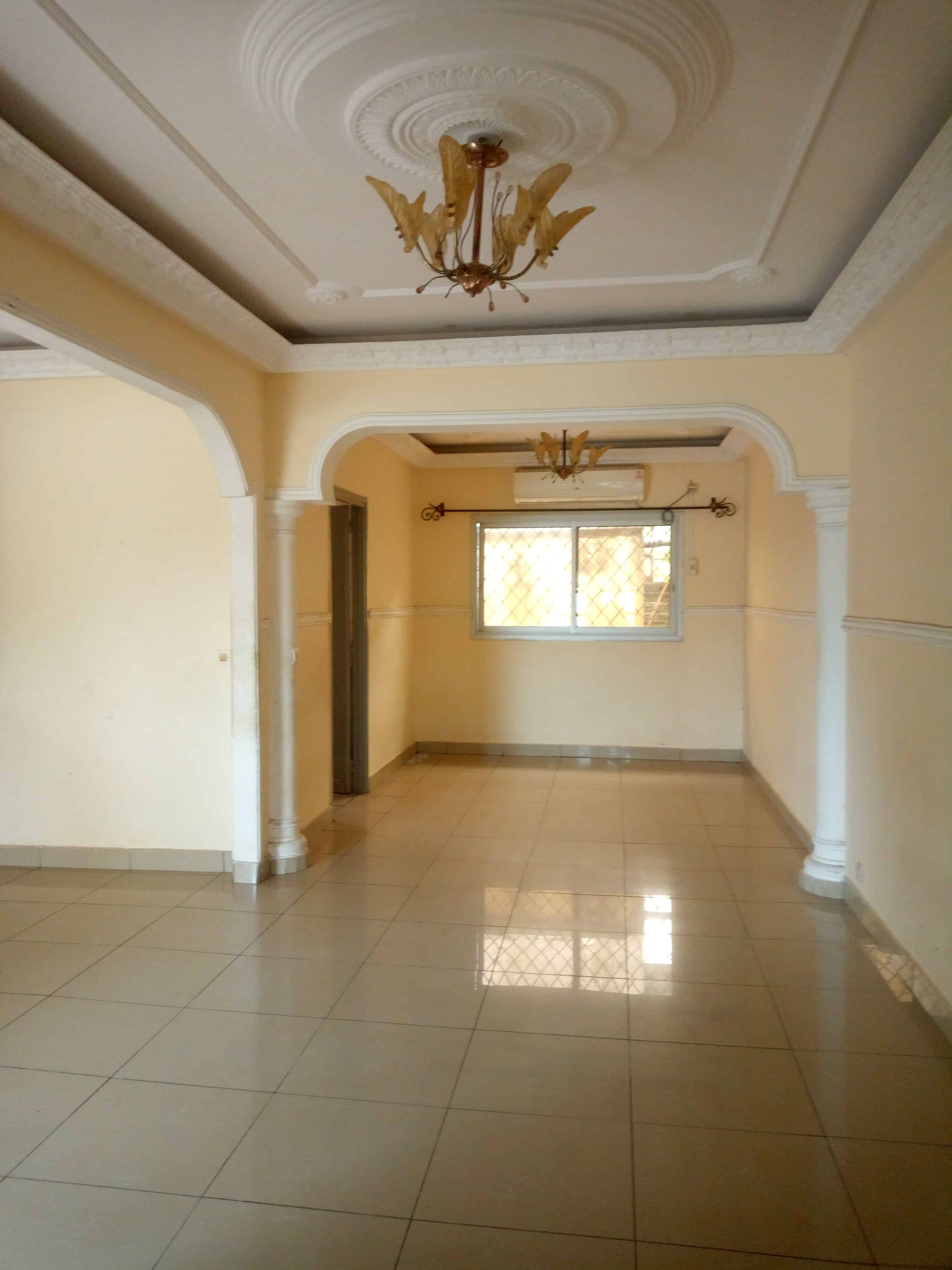 House (Villa) to rent - Douala, Makepe, Rond paulenc - 1 living room(s), 3 bedroom(s), 2 bathroom(s) - 200 000 FCFA / month