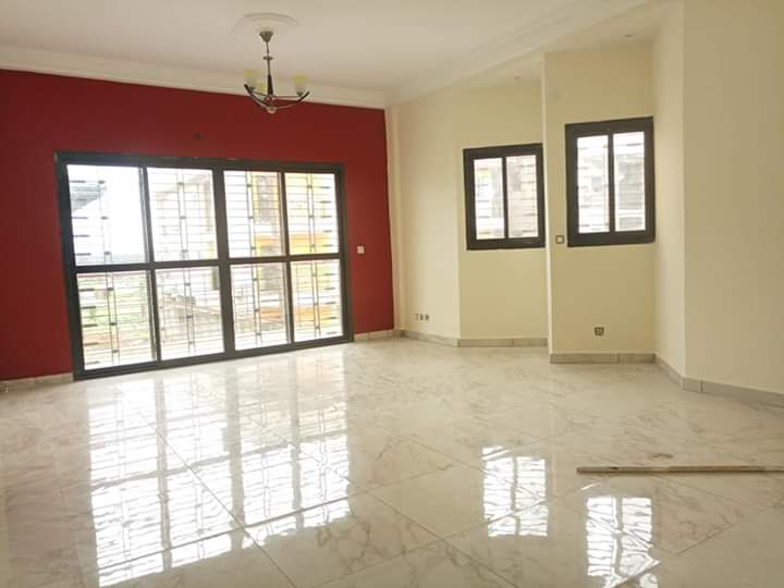 Apartment to rent - Douala, Bonamoussadi, Très haut standing - 1 living room(s), 3 bedroom(s), 3 bathroom(s) - 350 000 FCFA / month