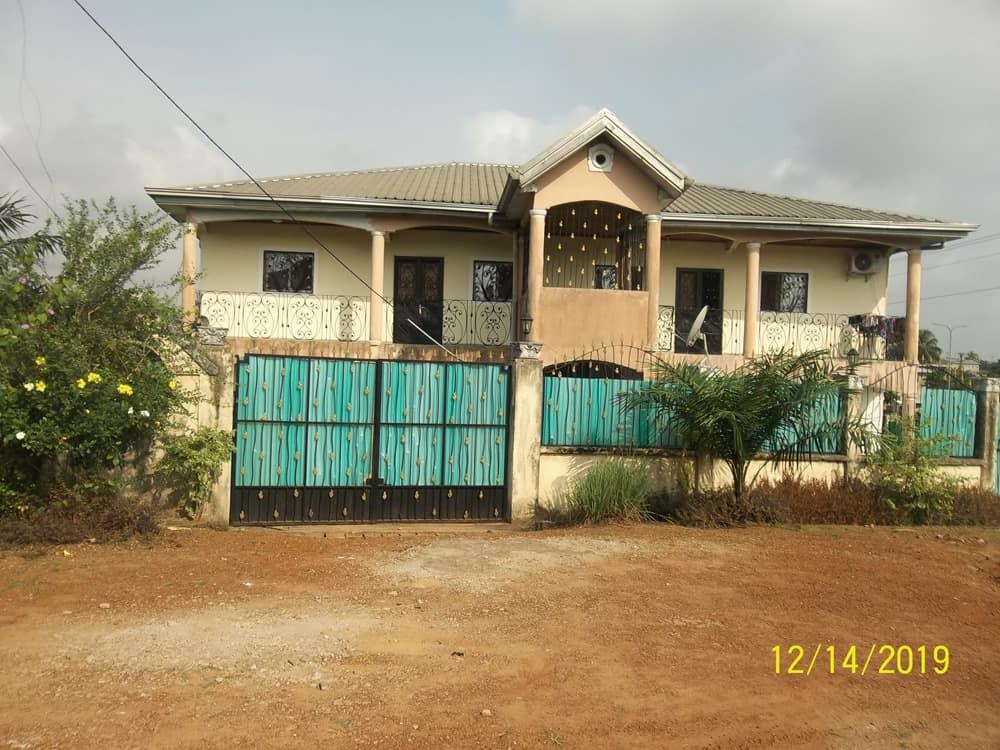 Maison (Villa) à vendre - Douala, Yassa, Cité Chirac - 1 salon(s), 3 chambre(s), 2 salle(s) de bains - 110 000 000 FCFA