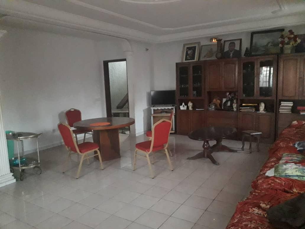 Maison (Duplex) à vendre - Douala, Logpom, Ver andem - 3 salon(s), 6 chambre(s), 5 salle(s) de bains - 130 000 000 FCFA