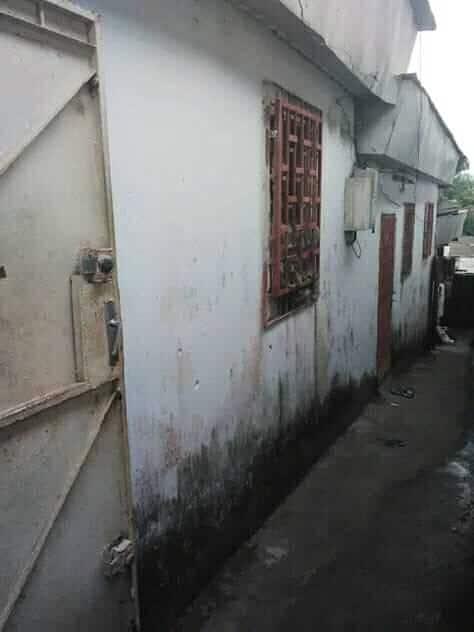 Maison (Maison sur pied) à vendre - Douala, PK 08, marché - 1 salon(s), 2 chambre(s), 1 salle(s) de bains - 4 000 000 FCFA