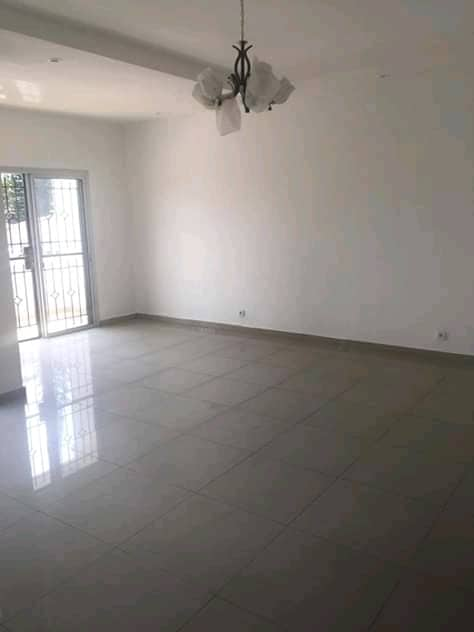 Apartment to rent - Douala, Bali, Ver jamaica - 1 living room(s), 2 bedroom(s), 2 bathroom(s) - 400 000 FCFA / month