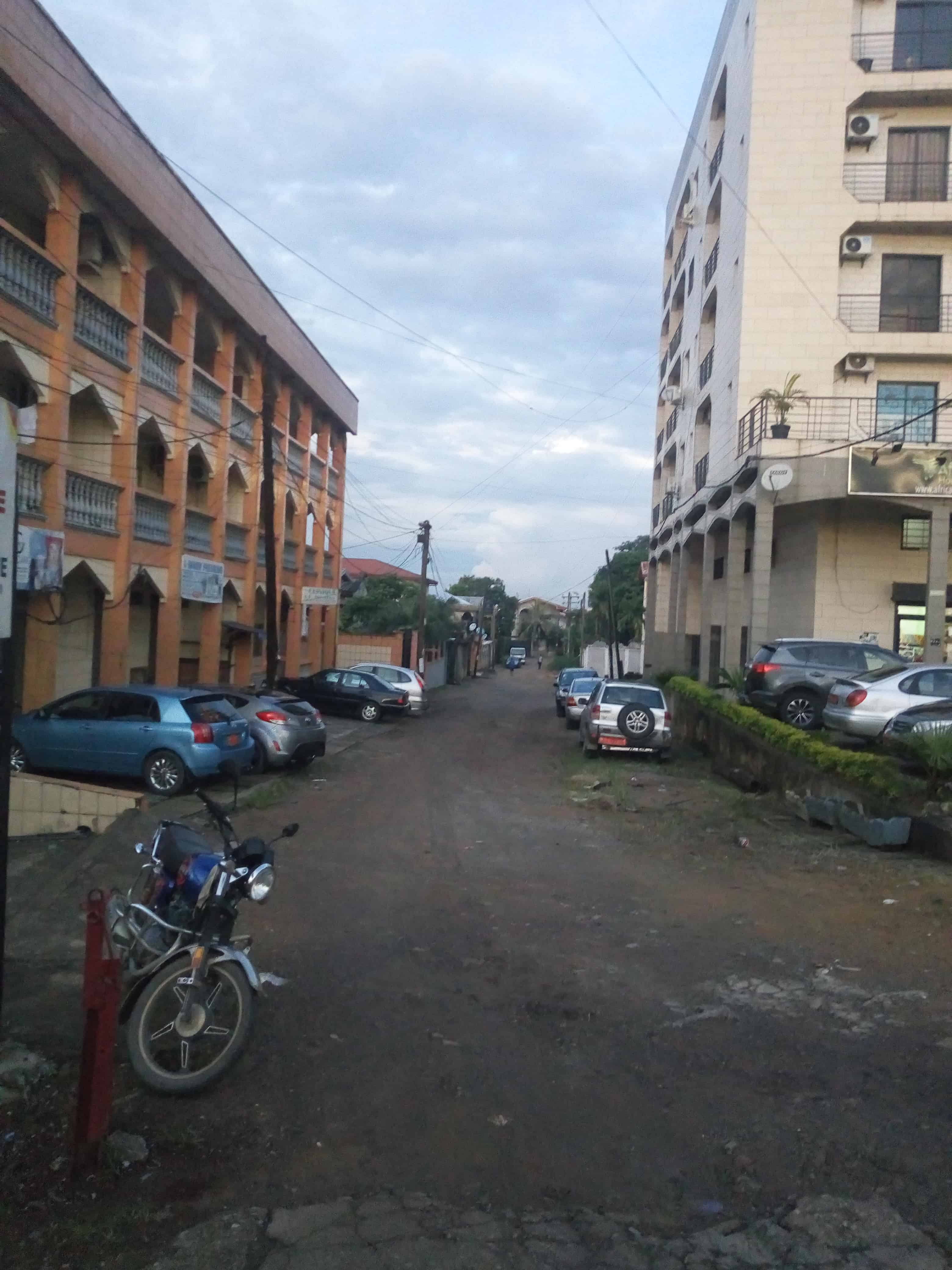 Land for sale at Douala, Makepe, Carrefour hapy sport - 560 m2 - 78 000 000 FCFA
