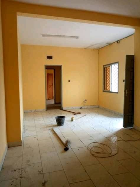 Apartment to rent - Douala, Logpom, Ver Charles de Gaulle - 1 living room(s), 2 bedroom(s), 1 bathroom(s) - 80 000 FCFA / month